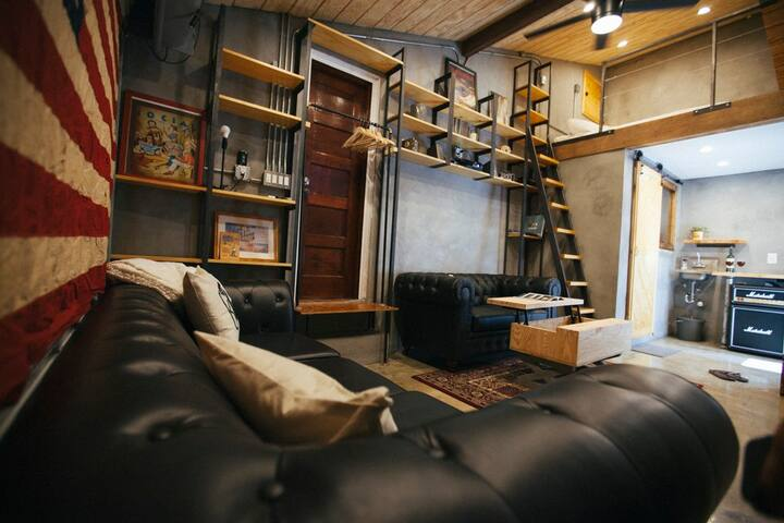 Cozy Artists' Loft