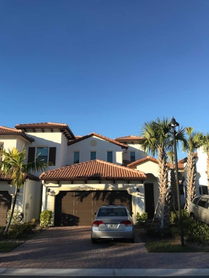 Town home short drive from beautiful SWFL beaches!