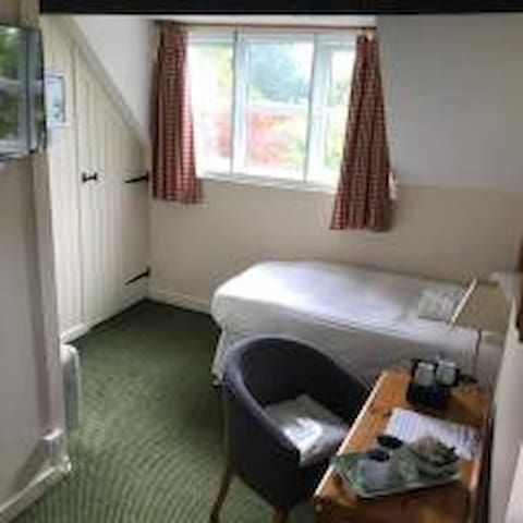 Economy Twin Room with Ensuite @ Rylands Farmhouse B&B