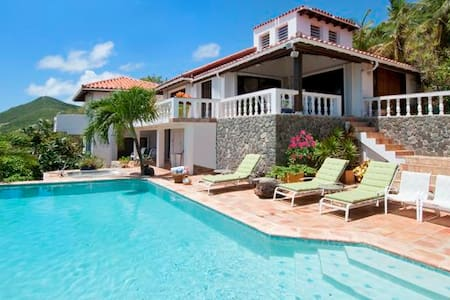 Ideal for Couples & Groups, Private Pool & Jacuzzi, Short Drive to Beach & Restaurants - Oyster Pond - Villa