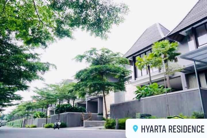 Hyarta Residence - The Adiprana Villa