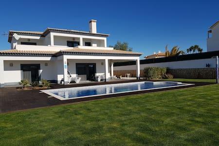 Superbe Villa familiale  a louer avec piscine