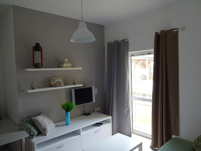 Modern furnished, apartment 200M from the beach - Γάζι - Apartamento