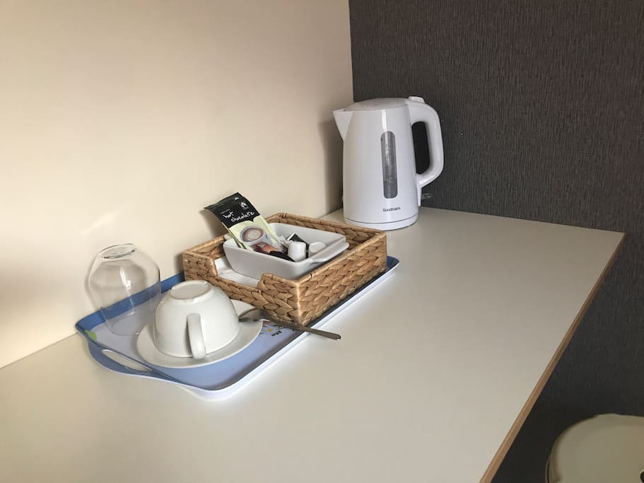 TEA/COFFEE STATION