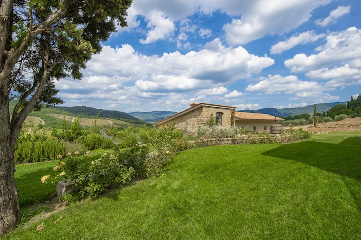 AMORE RENTALS - Villa Le Scuderie with Indoor Heated Pool, Garden, Terraces and Parking
