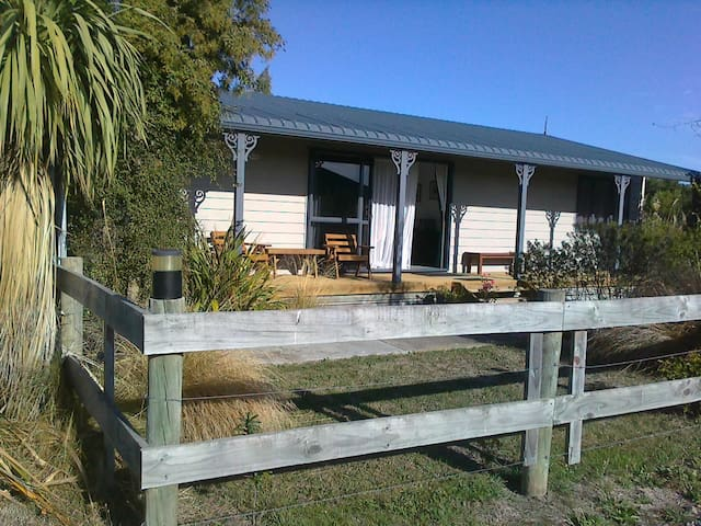 Rakinui Cottage Farm Stay