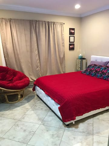 Cozy Suite (BR/Bath) Ground Floor - Secaucus - Byt