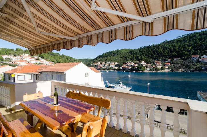 Kuzma -  Four-Bedroom with Terrace and Sea View