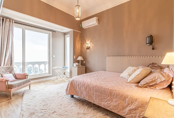 Amazing bedroom with view on the Monaco hill