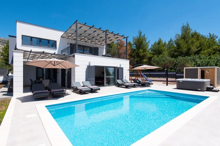 Villa Luxe with Heated Pool