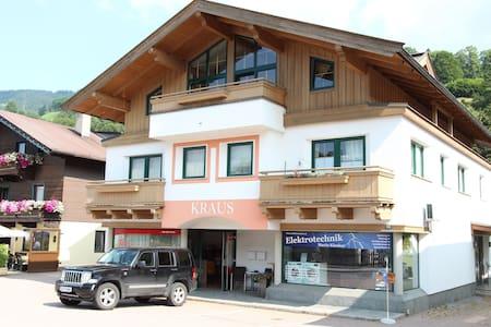 Appartamento presso l'area sciistica e un lago in Tirolo