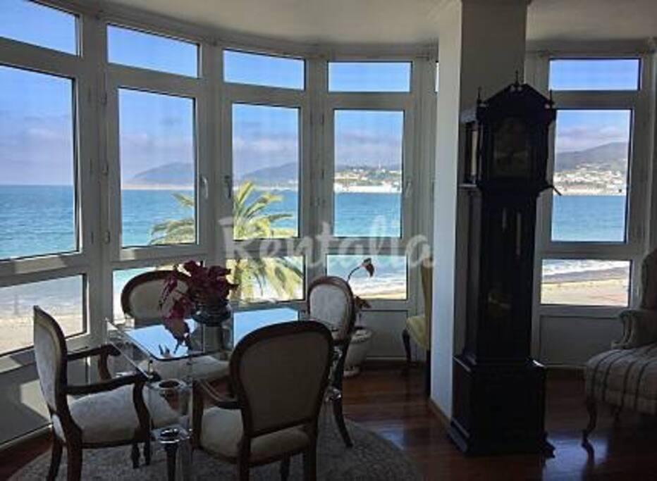 maravillosas vistas de playa de Covas desde las ventanales del salon