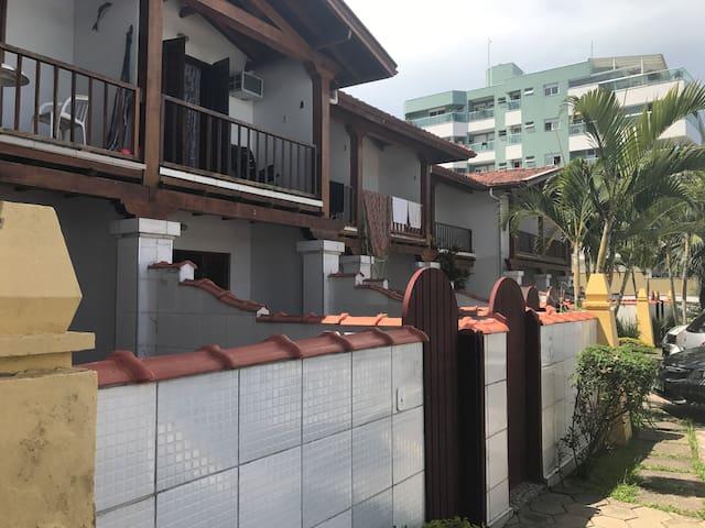 Casa em condomínio fechado de frente para o mar, total segurança