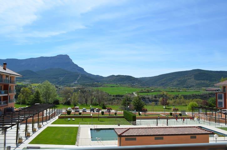 Fabuloso apartamento con piscina , Jaca (Huesca)