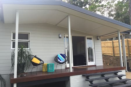 Freshly Renovated - Cooly Beach House - Coolangatta