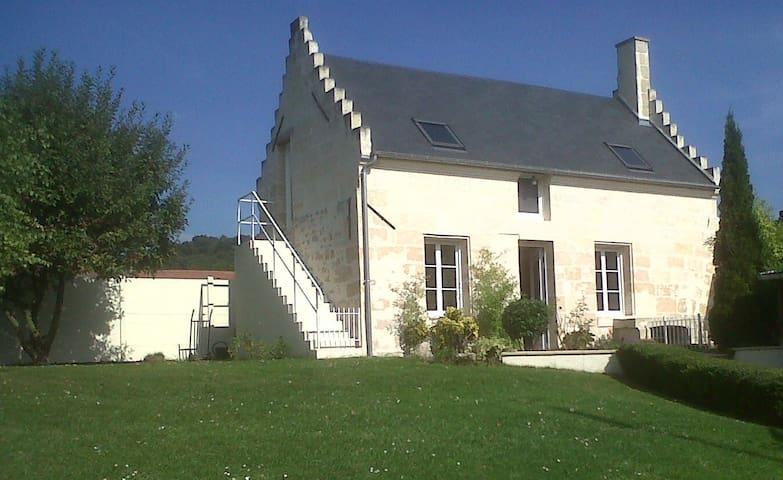 La maison des Chiens Rouges