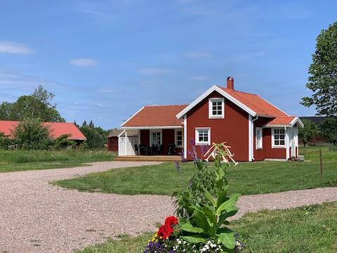 Nyrenoveret hytte mellem Katthult og Noise Village