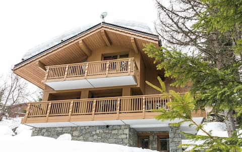 4 Bedroom La Tania Chalet next to the Piste!
