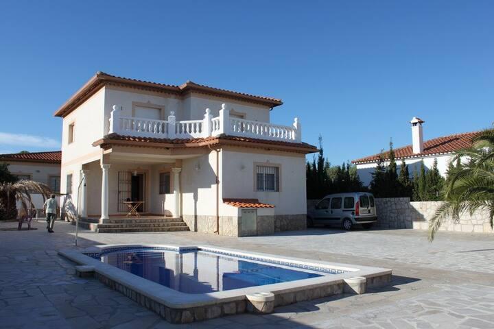Villa Alfonso, con piscina privada cerca de playa - Miami Platja - Вилла