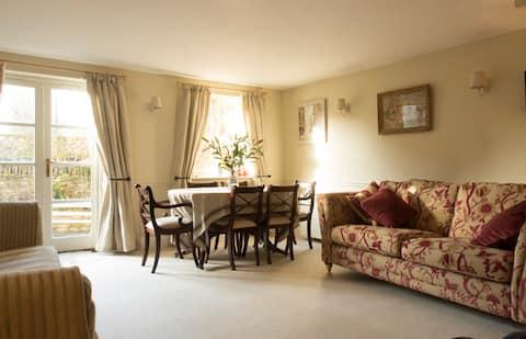 Quiet, pretty 3 bed cottage, Bledington, Cotswolds