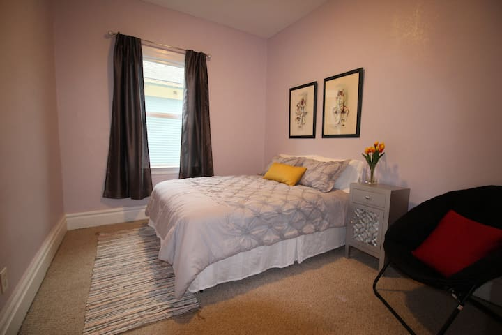 Capitol Hill & Broadway Home Room#B, Free Parking