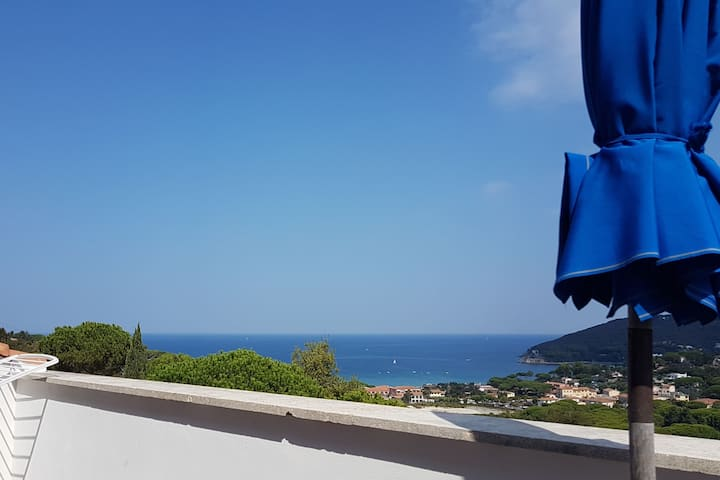 Elba Insel. Furnished penthouse. June and Sept