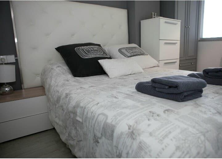 Apartamento Sonia I-Avda Coruña 32(Centro)-Parking