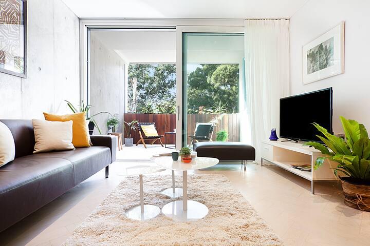 Luxe 1 Bedroom Apartments Next to Aus Tech Park