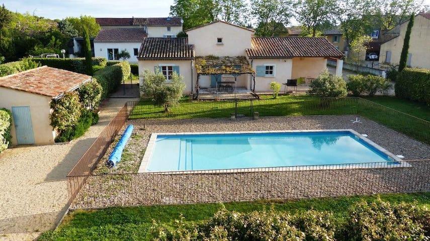 La campagne proche du village - Sainte-Cécile-les-Vignes - House