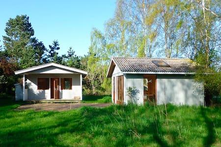 Sommerhus tæt ved havet på Sejerø - Sejerø - 树屋