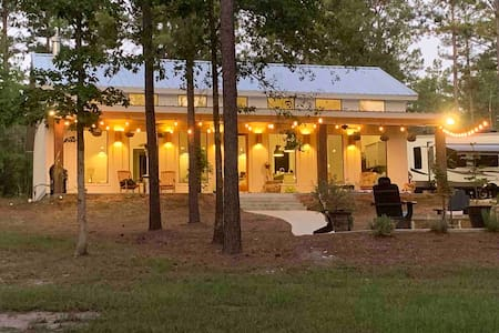 Upscale country cottage 90 minutes N. of Houston.