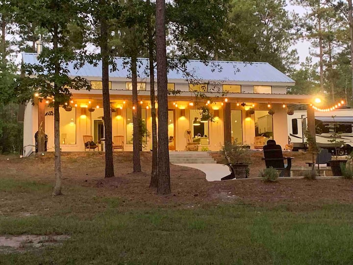 Upscale country cottage 90 minutes N. of Houston