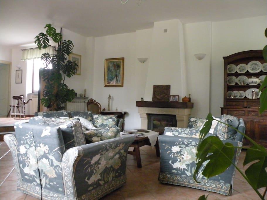 Salone relax - prima colazione Living room - breakfast Salon relax - petit déjeuner