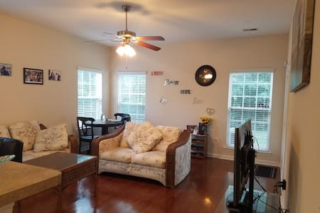 Quiet 4 Bedroom house close to I95 - Pooler