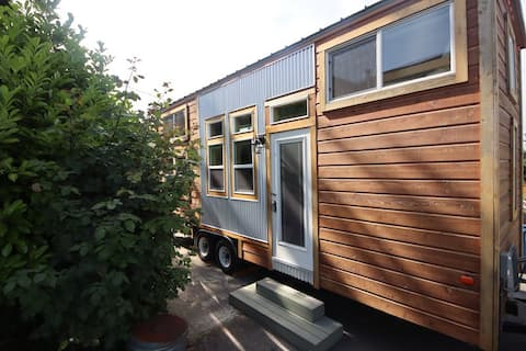 Tiny House Kent - Private Patio & Water Views