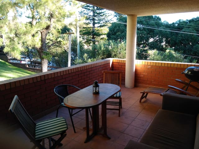 Bright Room with Private Balcony - Centennial Park