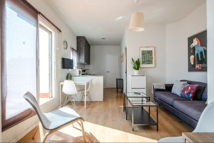 Penthouse in the heart of Gràcia!