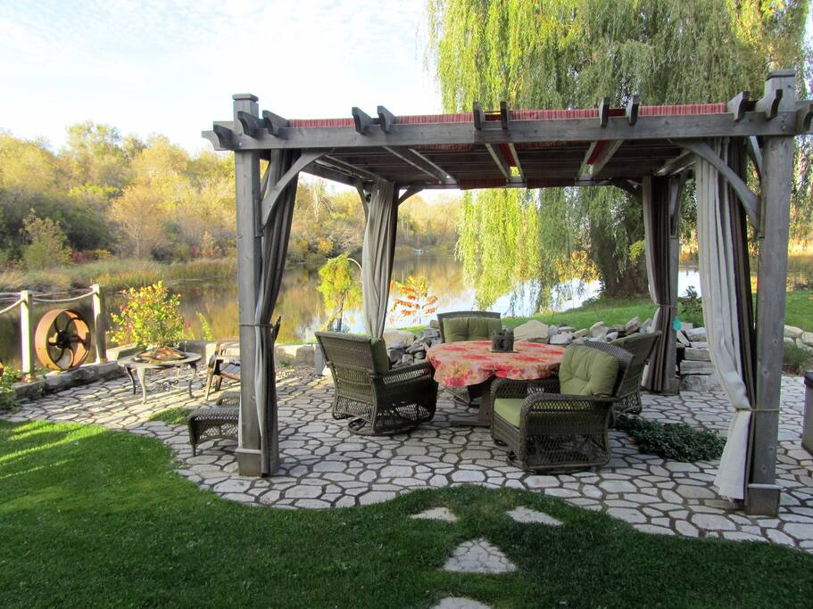 Dining and Relaxing on the patio under the covered pergola by the river.  Swivel chairs, Weber barbeque and induction cooker for outdoor meals is provided. This space is shared with us but we offer you complete sole use.