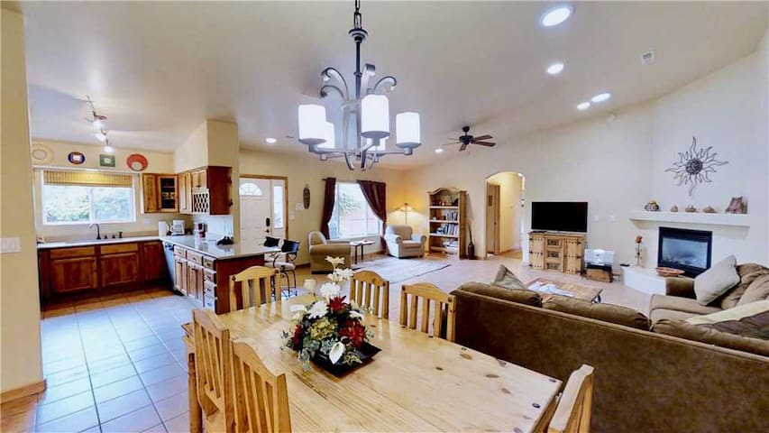Moab Reopens May1! Downtown Moab 3-Bedroom Townhome, 2-Car Garage, Indoor Heated Pool, Patio BBQ  - Arches East ~ 389