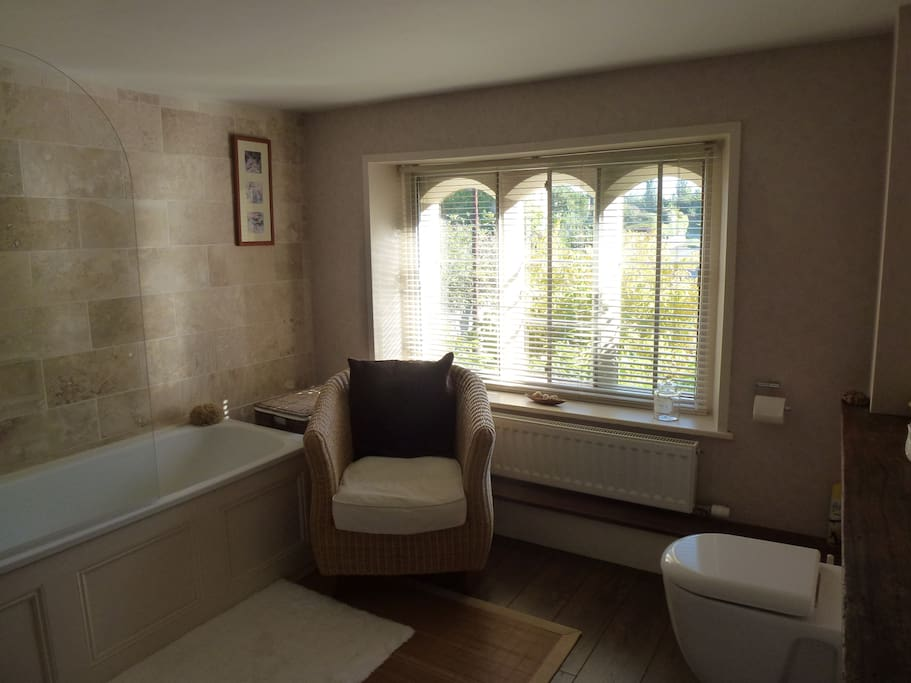 Charming bb in cotswold village 2 bed and breakfasts for In the bathroom tewkesbury