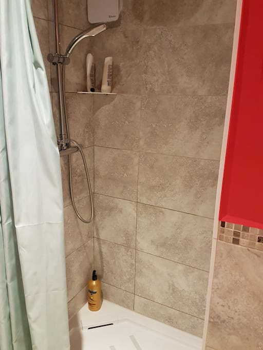 main house private shower