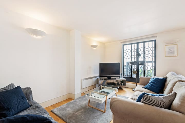 Lovely 2 BDR Duplex + Patio on Earl's Court Road