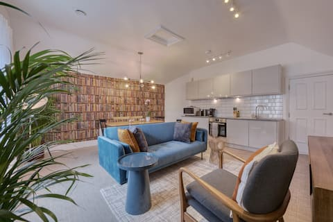 Beautiful Apartment on the Historic Rows