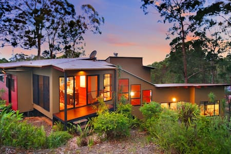 Private forest 10 mins to beach for 3+ guests - Buderim