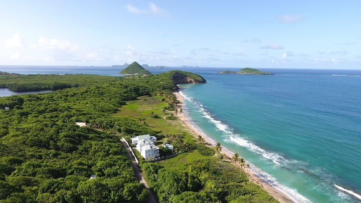 Pelican Villa has Stunning Beachfront Views, Pool