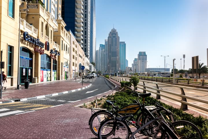 Cute Single Room for one Girl in Dubai Marina.