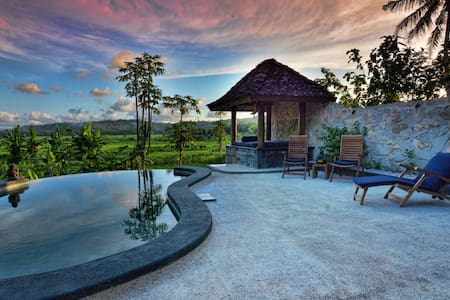 Villa Blue Steps, private villa with stunning view - Kasihan - Huvila
