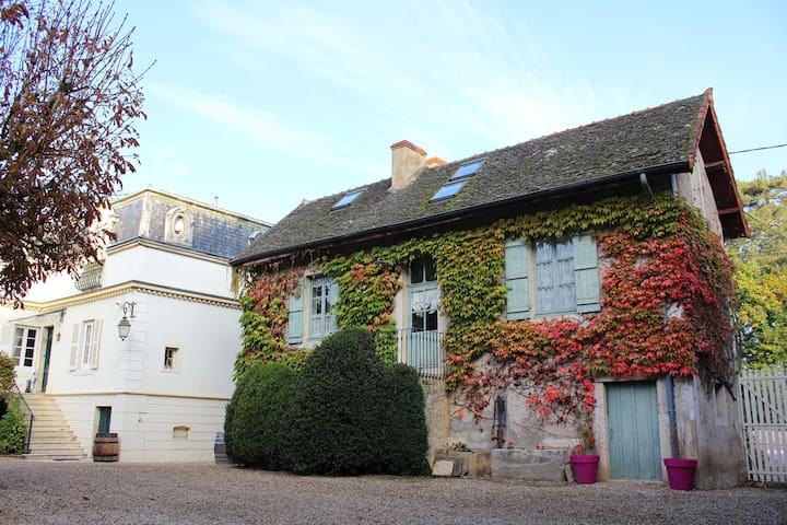 le pavillon cottage proche beaune maisons louer chaudenay bourgogne france. Black Bedroom Furniture Sets. Home Design Ideas