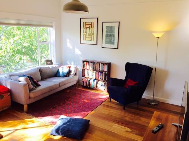 Lovely one-bedroom in the trees and in the city! - Melbourne - Lägenhet