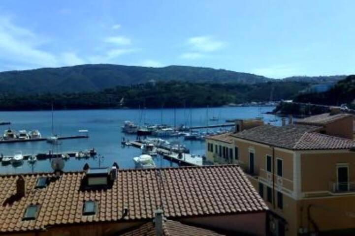 Attico vista mare - Porto Azzurro - Departamento